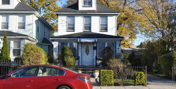 Single Family House Laurelton DLR4001